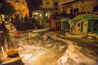 Maltempo Salerno, anche il lungomare di Positano completamente allagato