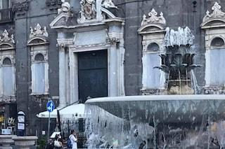 Napoli, fa la pipì sulla chiesa di piazza Trieste e Trento: denunciato per imbrattamento