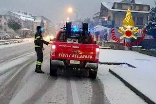 Irpinia, numerosi interventi dei vigili del fuoco per liberare le auto bloccate dalla neve