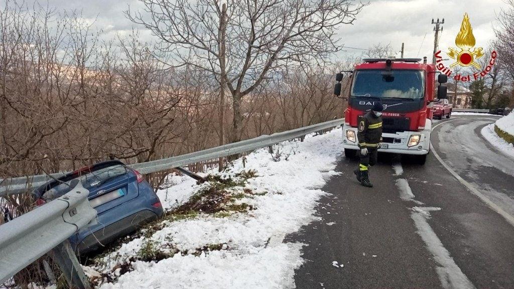 L'automobile finita fuori strada ad Ospedaletto d'Alpinolo.
