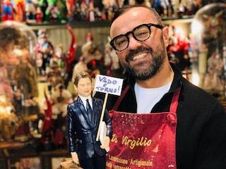 """La statuina di Giuseppe Conte dimissionario sul presepe napoletano: """"Vado e torno"""""""