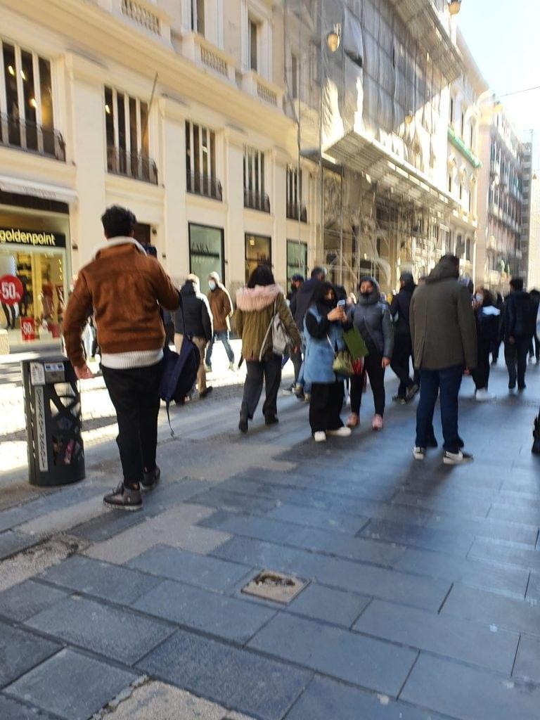 Persone in stada al Vomero nella giornata di oggi sabato 16 gennaio 2021 a Napoli. [Foto / Fanpage.it]