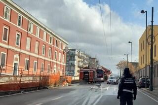 Incendio in un palazzo colpito da fulmine in via Ponte dei Francesi: evacuate le famiglie