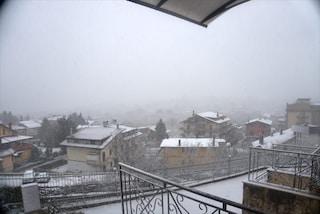 Neve in tutta la Campania: fiocca sui Camaldoli a Napoli, Irpinia già bianca