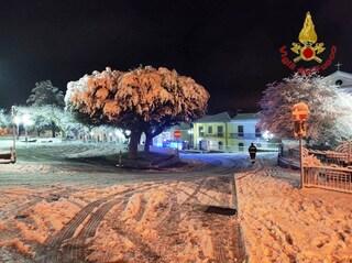 Scuole chiuse per neve nel Vallo di Diano e Tanagro, in Irpinia notte sotto zero