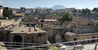 Un ufficiale di Plinio il Vecchio tra gli scheletri di Ercolano: trovate armi e monete