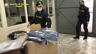 Vestiti falsi venduti per originali, sequestrati 5mila capi in un outlet di Casoria