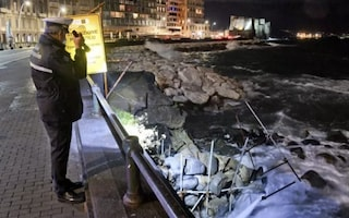 Il crollo dell'arco borbonico del Lungomare di Napoli finisce in Procura: perizia dei carabinieri
