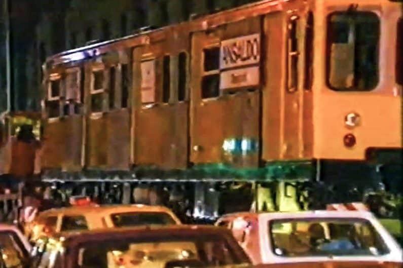 12 giugno 1990, viene calato in via Bernini il primo treno della metropolitana Linea 1