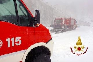 Quattro ragazzi e un cane bloccati dalla neve a Montevergine: salvati dai pompieri