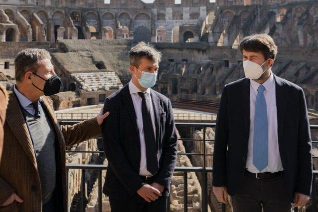 Da sinistra: Marco Osanna, direttore uscente del Parco Archeologico di Pompei, Gabriel Zuchtriegel, nominato nuovo direttore, e Dario Franceschini, ministro dei beni culturali.