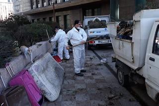 Centro Direzionale di Napoli nel degrado, tra materassi, rifiuti e carcasse di animali