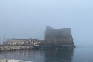 Napoli sommersa dalla nebbia, ecco perché: la spiegazione degli esperti