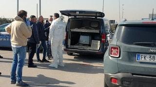 Uomo carbonizzato in auto davanti al centro commerciale di Afragola