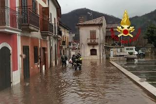 Maltempo, danni in tutta la Campania: frane, strade interrotte e famiglie sfollate