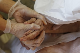 Casa di riposo, 33 positivi Covid: avevano ricevuto la prima dose di vaccino. Il fatto a Sant'Antonio Abate