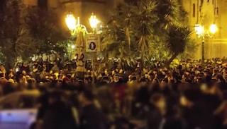 Folla per l'ultimo aperitivo in zona gialla: a Napoli maxi assembramenti a Mezzacannone