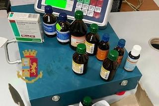 Vende farmaci su una bancarella a due passi dalla stazione centrale di Napoli: denunciato