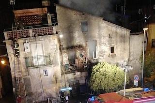 Incendio a Montecorvino Rovella, è morto il 70enne ustionato