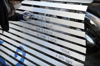 Poesie d'amore dipinte sulle panchine di Napoli ed Ercolano a San Valentino