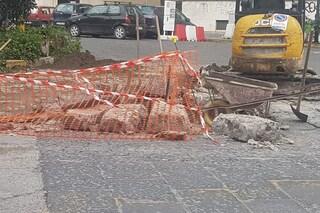 Piazza Leonardo, si apre voragine nella strada: paura tra i residenti