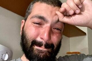 Paestum, lo scrittore Pierpaolo Mandetta insultato dal branco perché gay: sfogo in lacrime sul web