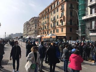 """Napoli, i ristoratori occupano il Lungomare: """"Vogliamo riaprire e vogliamo i risarcimenti"""""""
