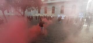 """Scuole superiori di Napoli, la protesta degli studenti: """"Più sicurezza contro il rischio Covid"""""""