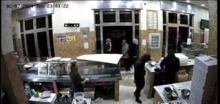 Rapina in pizzeria ad Afragola davanti ai clienti, malviventi scappano via con la cassa