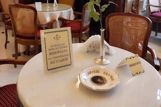 Al Caffé Gambrinus un tavolo riservato al commissario Ricciardi: omaggio alla serie tv