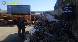 Oltre 500 tonnellate di rifiuti pericolosi nei container del porto di Napoli