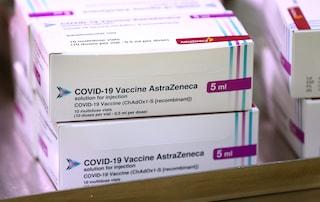 Vaccini Campania, oggi le prime iniezioni con Astrazeneca: dosi a 482 docenti sotto i 55 anni