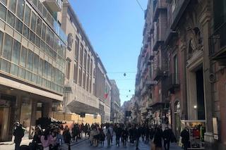 Napoli, migliaia di persone in strada nel primo giorno di zona arancione