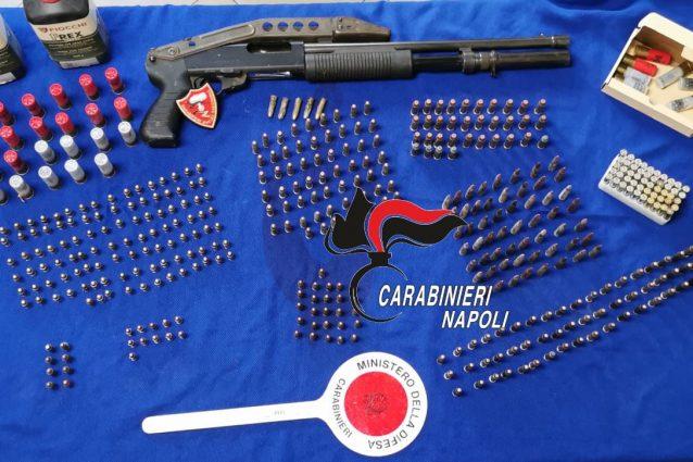 Armi e munizioni sequestrate dai carabinieri a Soccavo.