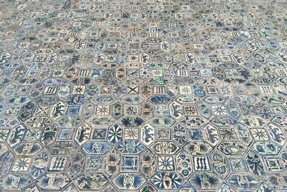 Il magnifico maiolicato di San Giovanni a Carbonara