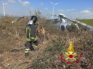 Elicottero perde quota e precipita nelle campagne dell'Avellinese. Il pilota si salva