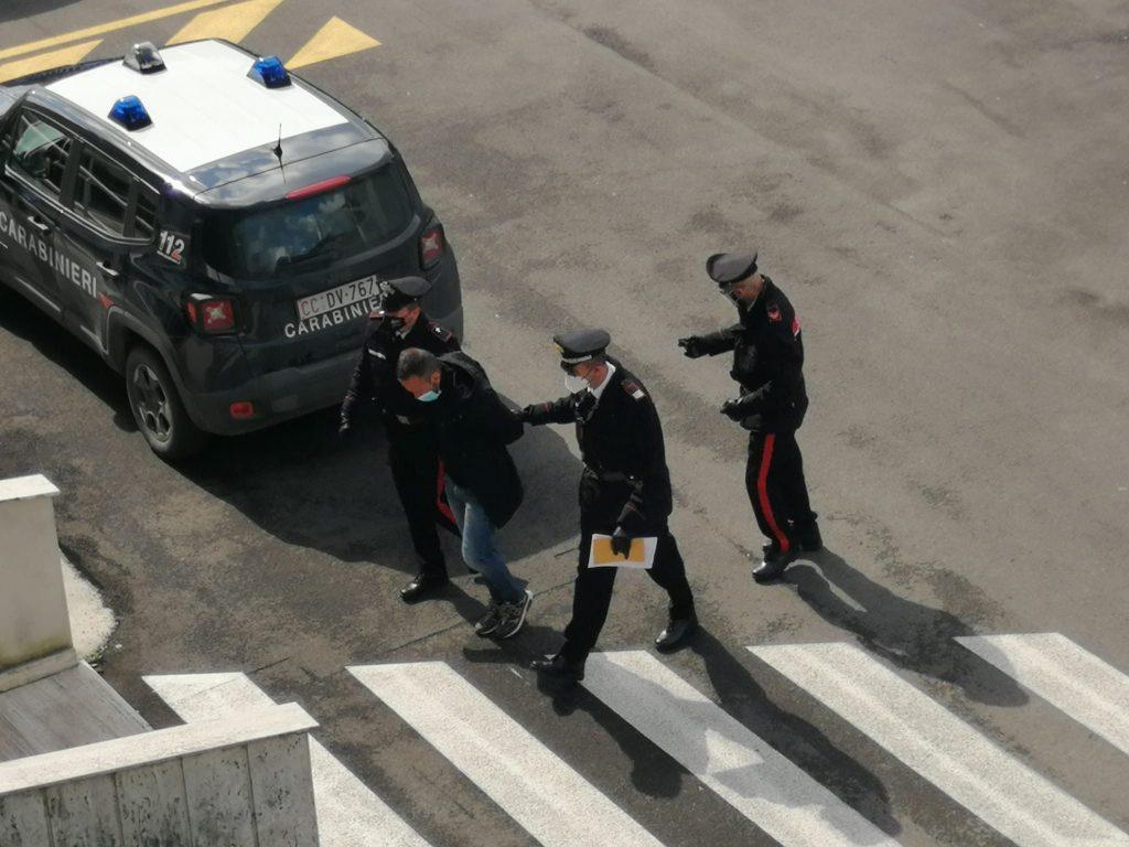L'uomo scortato dai carabinieri ai quali si era presentato dopo l'omicidio della moglie.