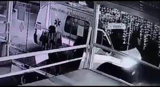 Ladri arrivano in ambulanza e tentano un furto in un bar di Lusciano (Caserta)