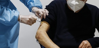 Avellino, l'Asl sospende le vaccinazioni Covid dall'11 aprile in 19 Comuni: finite le dosi