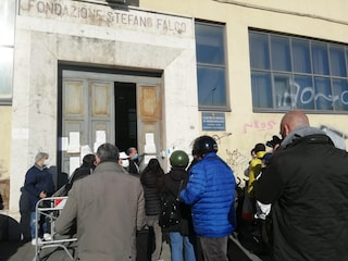 A Napoli assembramenti al Comune per i rinnovi delle carte d'identità