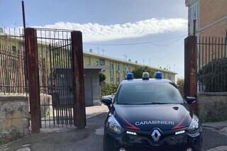 Al Rione Traiano blitz dei carabinieri con unità cinofile, si cercano armi e droga