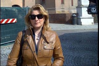 Lutto cittadino a Sarno per i funerali di Annamaria, uccisa dal marito carabiniere