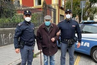 """Napoli, ad 89 anni si presenta in commissariato: """"Potete accompagnarmi a fare il vaccino?"""""""