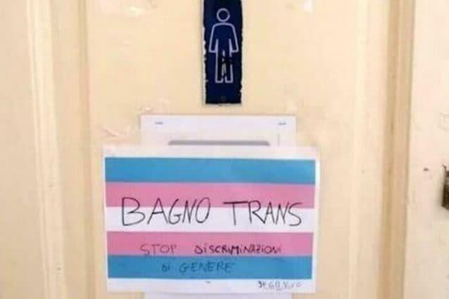 Napoli, bagno dei maschi vietato per uno studente trans del liceo Vico: i  compagni scioperano