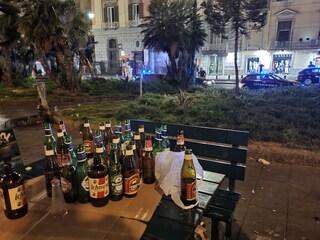 Feste, musica, alcol: nel centro storico di Napoli è finita la pandemia, tutti in strada e senza mascherine