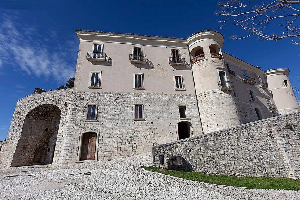 Facciata principale del Castello di Gesualdo.