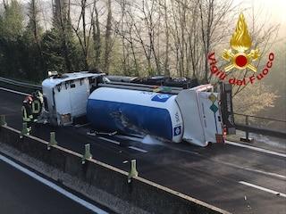Si ribalta cisterna di ossigeno liquido destinato ai malati Covid, due feriti sul raccordo Avellino-Salerno