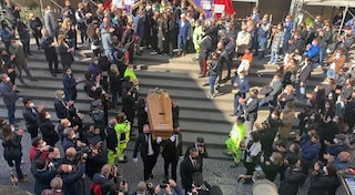"I funerali di Maurizio Cerrato a Torre Annunziata: ""Ci mancherai sempre Grande Eroe"""