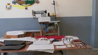 La fabbrica del pezzotto: come a Napoli si realizzano borse e abiti griffati uguali a quelli originali
