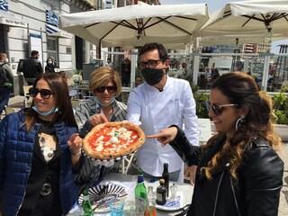 """Campania zona gialla, riaprono i ristoranti sul Lungomare: """"Più controlli o ci richiudono"""""""